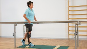 C-Brace® Leg Orthosis: Therapy exercises 13/16 - Stance function