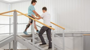 C-Brace® Leg Orthosis: Therapy exercises 11/16 - Training on the stairs
