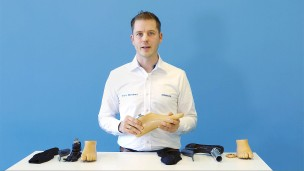 Our O&P professional Dries explains how to donn the footshell of the Triton side flex.