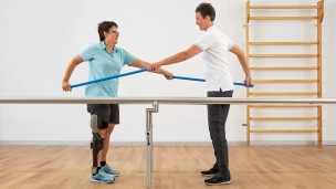 C-Brace® Leg Orthosis: Therapy exercises 3/16 - Basic exercise: stable standing