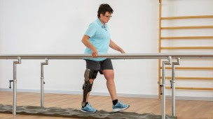 C-Brace® Leg Orthosis: Therapy exercises 6/16 - Gait training: challenges during walking