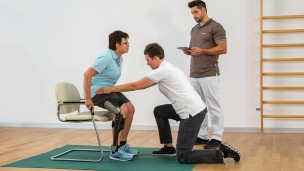 C-Brace® Leg Orthosis: Therapy exercises 2/16 - Basic exercise: Sitting down
